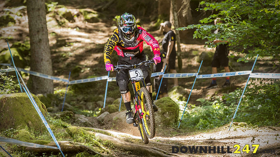 Sam Hill and that pink kit/rig, it was for a fantastic cause and after 5th in qualifying he was looking to give it a gold tinge come race day! A crash didn't make it happen but the time lost from the video of the crash shows Sam was right in the hunt.