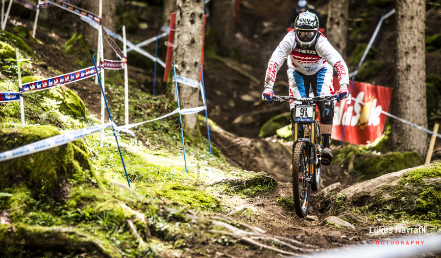 It was good to see Steve Peat back on a bike, his weekend didn't quite go to plan scoring another injury, at least this one is a lot more minor!