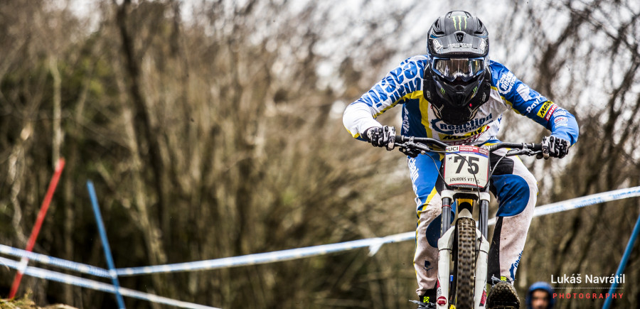 Sam Hill with an unfamiliar plate on the front of his bike... he will come good as the season continues.