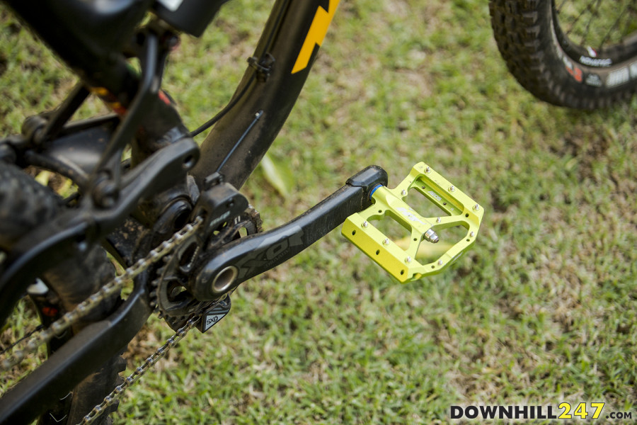 Connor is sponsored by HT so keeps it real with their flat pedals, a single chain ring and guide on the front mean the chain doesn't drop off!